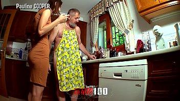 Умелая жополизка забирается мокрым языком внутрь попки во времячко домашней мастурбации и римминга с мужем