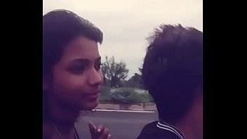 18-летняя девочка эротично дрочит свою невинную письку