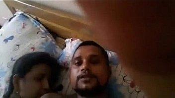 Пацанчик прилег на кроватка и кинул на пенис хрупкую телочку
