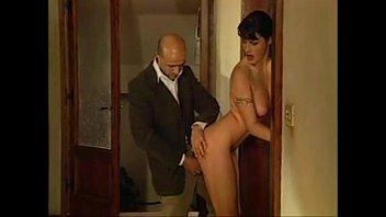 Жена изменяет парню с курьером
