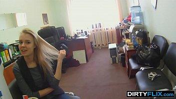 Эротический массаж онлайн со зрелкой окончился поревом